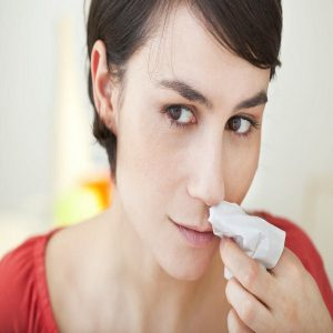 Dịch mũi có lẫn máu là biểu hiện của bệnh gì?